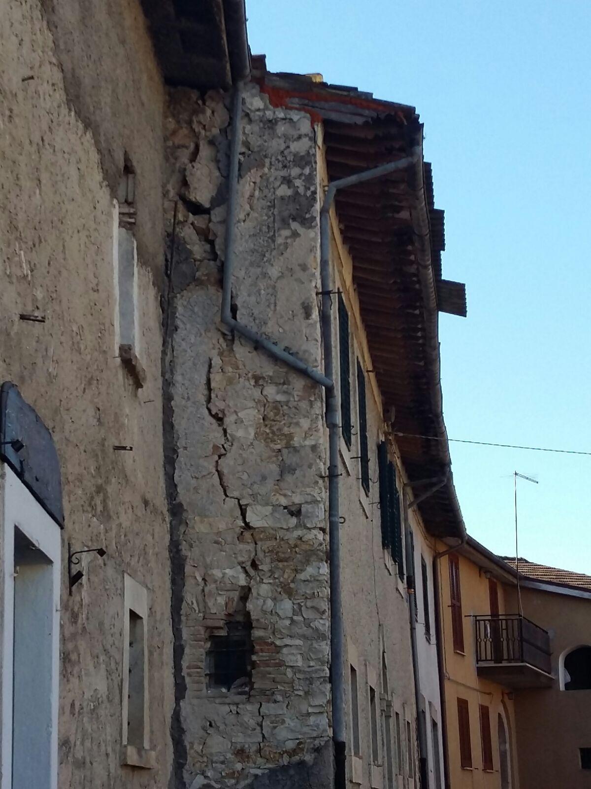 Danni del terremoto a Ruscio (foto Arch. Pro Ruscio)