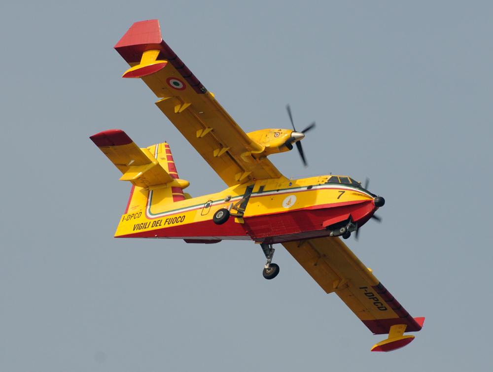 Il Canadair 7 (I-DPCD) dei VVF di Genova