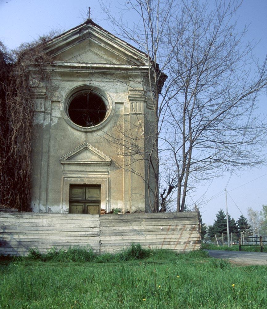 La splendida facciata settecentesca della cappella come si presentava l'anno prima della demolizione.