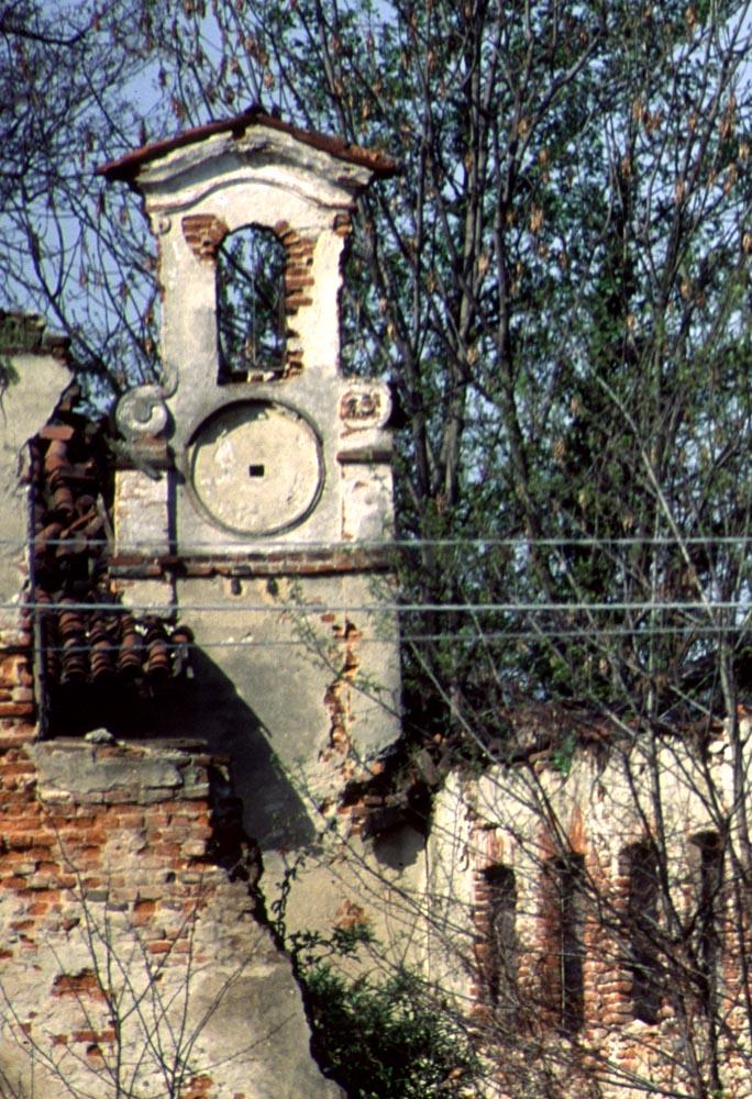 L'elegante campaniletto settecentesco che scandiva gli orari ai lavoratori.